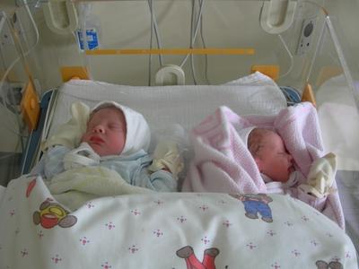Lars und Sophie im Wärmebettchen