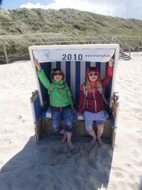 Lars und Sophie im Strandkorb